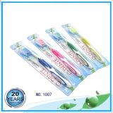 PPは柔らかいゴムおよびカバー大人のナイロン歯ブラシによって扱う