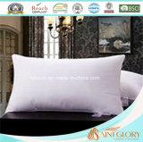 Bianchi di lusso dell'accumulazione dell'hotel giù appoggiano il cuscino standard costante