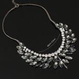 女性の方法アクセサリーのビーズの水晶がっしりしたチョークバルブのネックレス