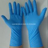 Guante de la examinación del nitrilo con pulverizado y pulverizado libremente