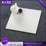 Azulejo esmaltado ceniza natural de la porcelana del suelo de la madera de Foshan Juimics