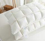 L'oie blanche de couverture grande de coton se reposent vers le bas