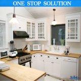Qualitäts-Fußboden, der Belüftung-Küche-Schränke steht