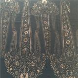Queimar o veludo de seda claramente tingido
