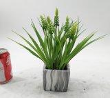 Bellflower artificiale della decorazione dell'ufficio conservato in vaso