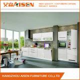 Armadio da cucina bianco della lacca con il disegno moderno della cucina