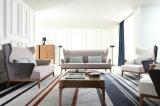 Cadeira de madeira da sala de visitas com cadeiras do sofá