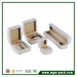 Alto contenitore di monili personalizzato di legno lucido