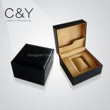 Cadre de montre simple en cuir marqué par luxe