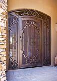 Орнаментальный и функциональный парадный вход с конструкциями ковки чугуна
