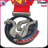 Medaglie molli della stazione di finitura di maratona dello smalto 13.1k della chitarra del metallo in lega di zinco di figura
