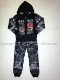 A forma ostenta o terno para o menino, roupa nova dos miúdos