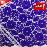 服のための青い花の形のレースファブリック