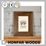 Frame de retrato natural da madeira contínua com verniz