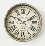 Reloj de pared antiguo de París con el vidrio