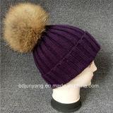 Sombrero hecho punto diseño superior del invierno con la bola de la piel para la venta al por mayor en precio bajo