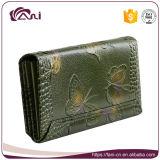 Китайское портмоне, бумажник женщин неподдельной кожи зеленого цвета выбитый бабочкой