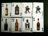 Vino blanco rojo y y tarjetas que juegan de la colección de las bebidas espirituosas