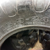Neumático 19.5L-24 16.9-24 de la retroexcavadora de la fábrica R4 de China neumático industrial del alimentador 16.9-28 10.5/80-18 12.5/80-18