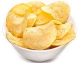 Pommes chips frites normales de qualité faisant la machine