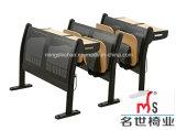 セットされる講義室の学校の椅子および机(MS-K05)