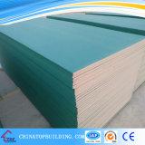 Tarjeta de yeso impermeable/tarjeta de yeso resistente de agua 1200*2400*12m m para el sistema del techo y de la partición