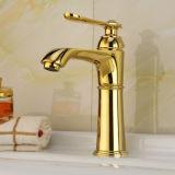 Mélangeur en laiton antique de bassin avec la finition d'or