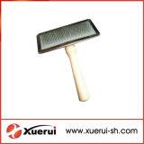 Brosse de cheveux de toilettage de chien d'animal familier avec la poignée en bois