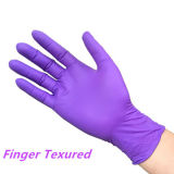 A gettare medici esaminano i guanti del nitrile