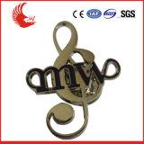 Emblema feito sob encomenda do Pin de metal da venda direta da fábrica/emblema forma da música