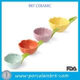 新型の多彩な花の形のCearmicのカスタム計量カップ