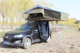 يفرقع يطوي إطار فوق خيمة لأنّ سيّارة وشاحنة