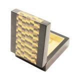 Высоким отлакированная лоском деревянная коробка ювелирных изделий