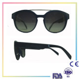 O frame plástico do tipo novo ostenta óculos de sol da forma
