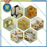 Alimento soprado dos petiscos do milho que faz a máquina