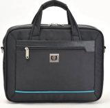 Il documento molle del messaggero trasporta il sacchetto del computer portatile con il disegno di svago