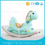 新しいデザイン子供のプラスチック揺り木馬のおもちゃの屋内子供のプラスチック揺り木馬