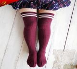 Form-netter kundenspezifischer Geschlechts-gestreifter Schenkel-hohe Socken