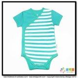 青いカラー赤ん坊は着物様式の赤ん坊のBodysuitに着せる