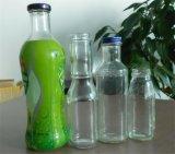 フルーツの飲料ジュースのガラスビンかフルーツジュースのガラスビン