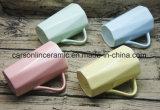 A caneca doce 1 da cor da venda quente caneca nova Embross de China de osso da caneca de 2 onças projeta canecas cerâmicas coloridas