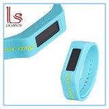 Il nuovo prodotto ha personalizzato la vigilanza molle del braccialetto LED del silicone di disegno