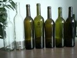 Botella 2L de vino de cristal con el casquillo del corcho