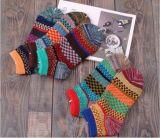 Ретро тип личности носок Socks носки лодыжки жаккарда женщин покрашенные носком сделанные по образцу яркие
