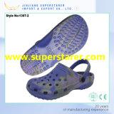 Les plus défuntes chaussures d'hommes des entraves Holey durables de jardin d'EVA