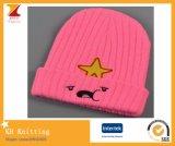 絶妙な刺繍が付いている冒険の時間冬のかわいい帽子