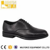 標準的な軍の軍隊の人の服靴のオフィスの靴