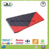 Camper de couleur mélangé par polyester enveloppent le sac de couchage