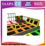 屋内子供の泡ピットが付いている専門の大きいジャンプのトランポリン