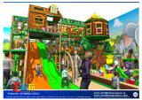 Campo de jogos interno do entretenimento feliz das crianças